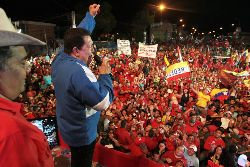 thumb_2012-09-16-Chavez_at_rally-chavezcandanga
